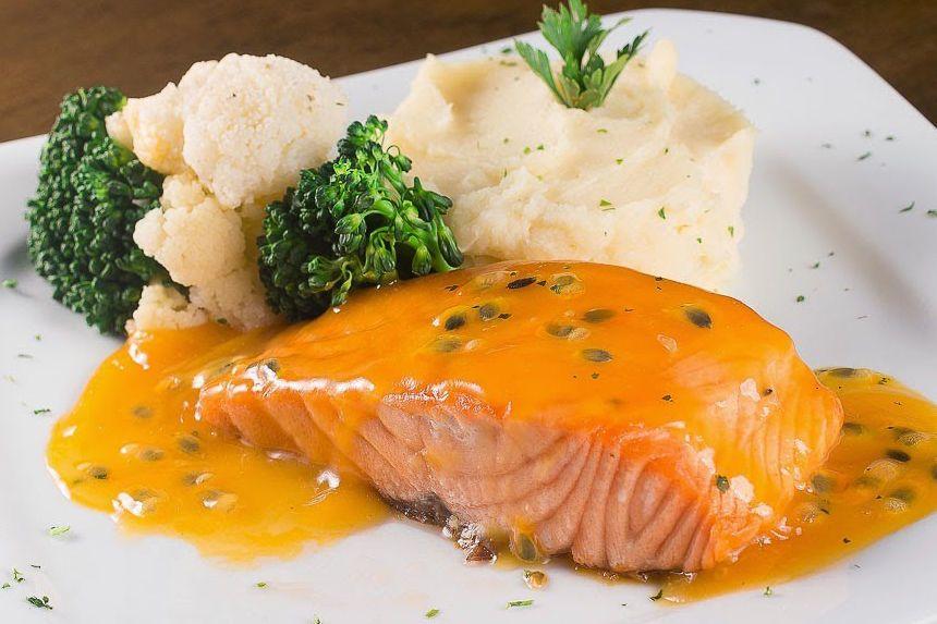 Cách làm cá hồi sốt cam với nồi chiên không dầu