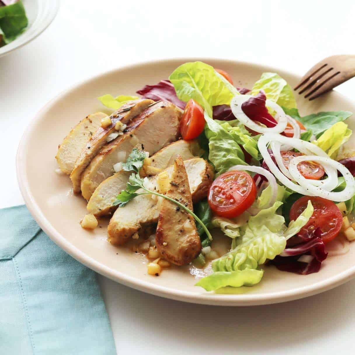 Salad ức gà nướng giảm cân