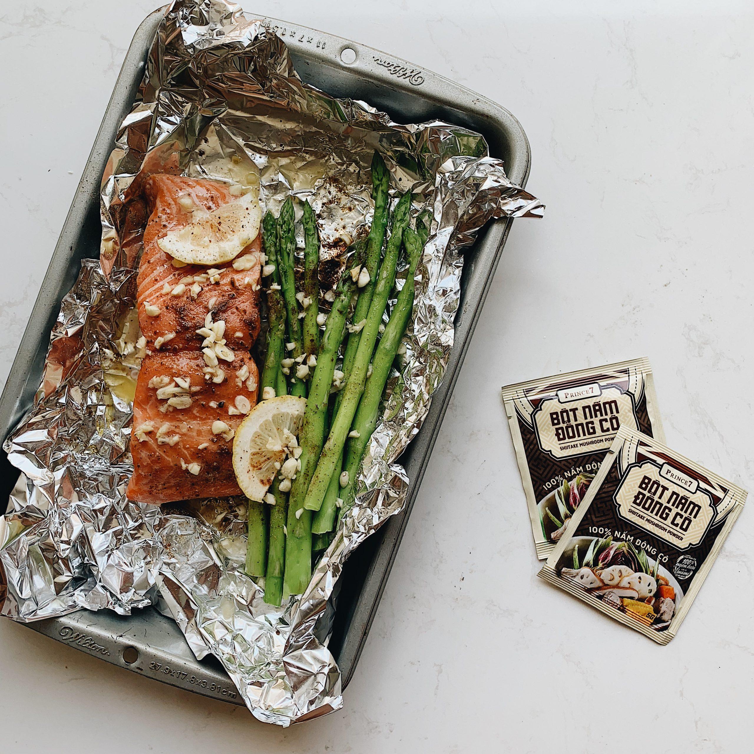 cá hồi bỏ lò kèm măng tây 1