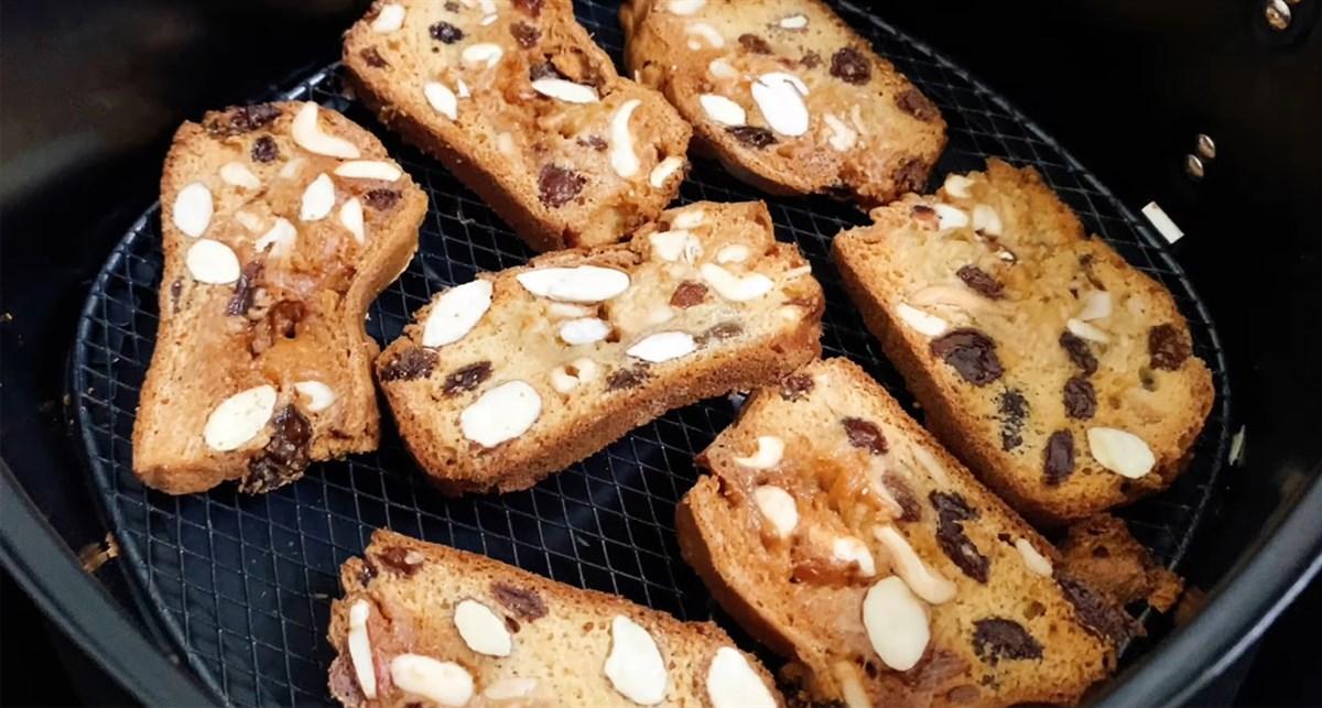 Làm bánh biscotti bằng nồi chiên không dầu 3