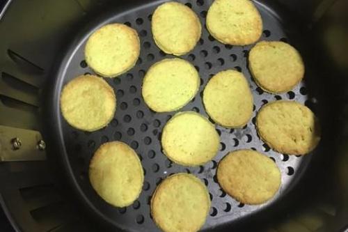 làm bánh quy bằng nồi chiên không dầu 2