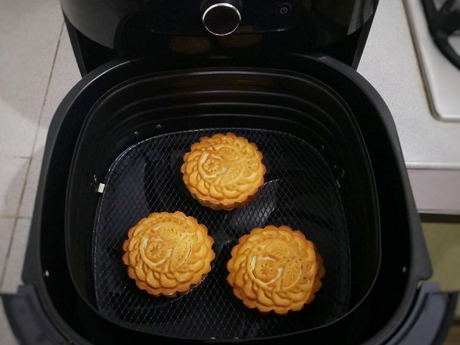 làm bánh Trung Thu bằng nồi chiên không dầu 5