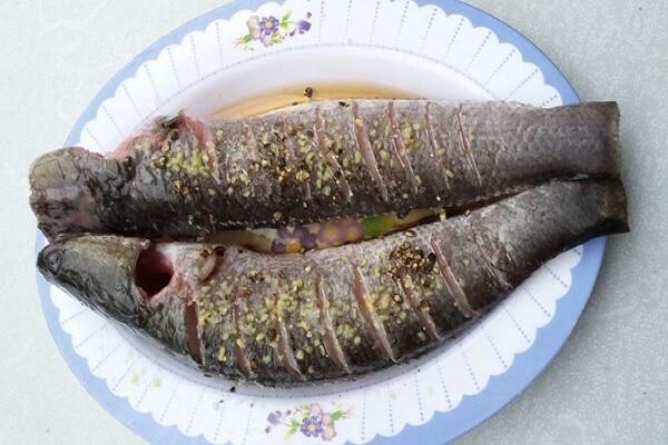 nướng cá bằng nồi chiên không dầu 3